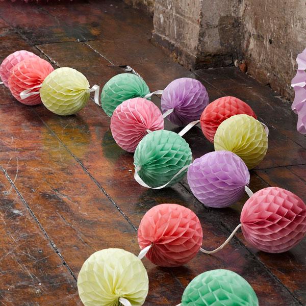 Guirnalda bolas nido de abeja fiestafacil tienda online - Bolas de decoracion ...