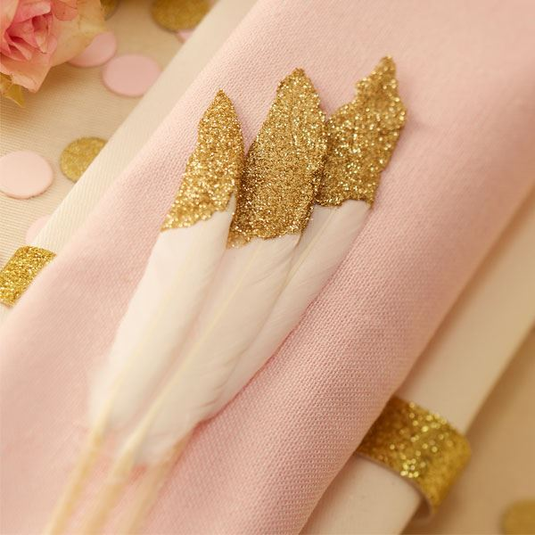 imagen de plumas fiesta elegante oro