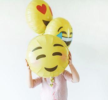 Imagen de Globo emoji ruborizado 46cm