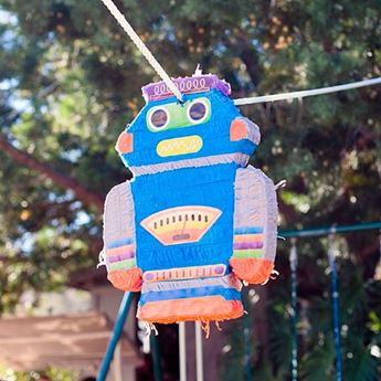 Picture of Piñata robot