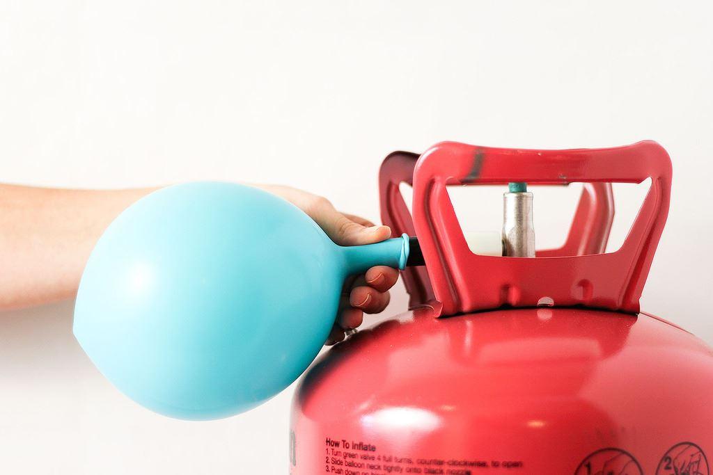 Comprar bombona de helio desechable para 50 globos de 23cm - Helio para inflar globos barato ...