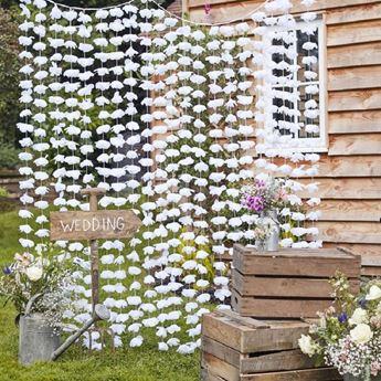 Imagen de Decorado cascada flores blancas