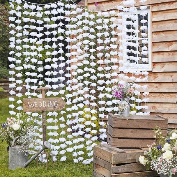 Imagens de Decorado cascada flores blancas